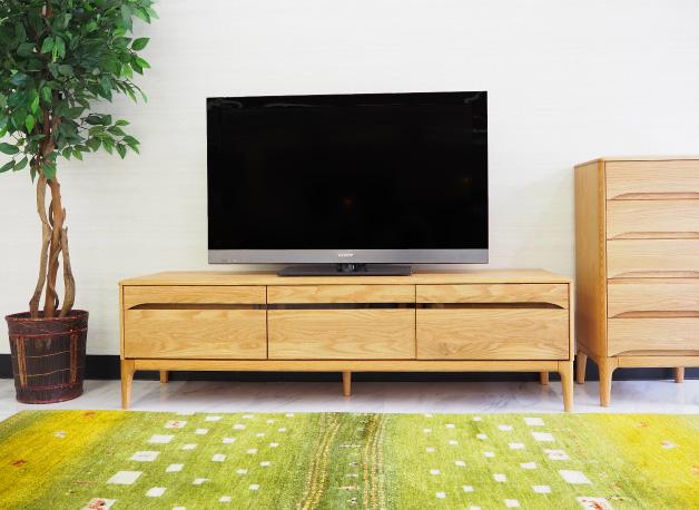 オーク材のテレビボード
