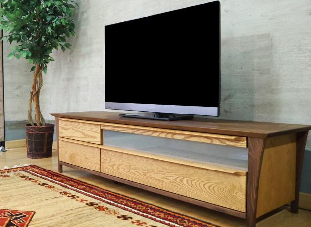 ウォールナット×オーク材のテレビボード